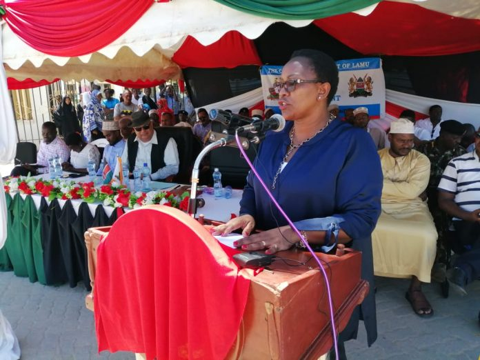 Health ministry Cabinet Secretary, Sicily Kariuki while Commissioning health equipment worth 1Billion in Lamu County today. I urge the County Health Management Team in Lamu to scale up community health interventions to address wash infections in the region & promote uptake of skilled delivery services in the county.
