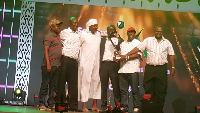 KSSSA Chairman, Peter Orero; second right, Secretary General, Divid Ngugi; third from right, and Treasurer, Kariuki Gekonyo; second left, pose for a photo after receiving the SOYA trophy for the best Federation .jpg (Photo Courtesy)