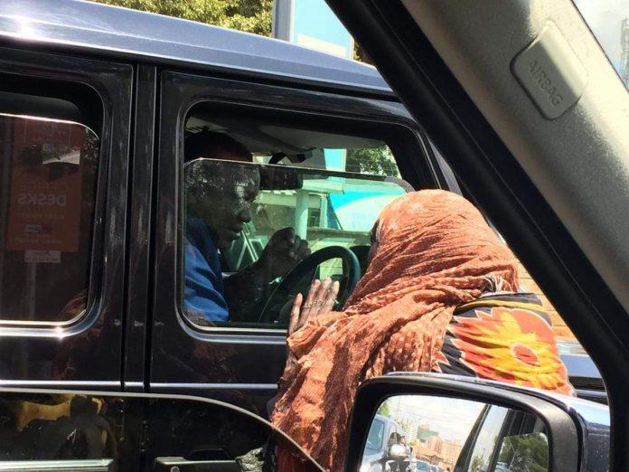 President Uhuru Kenyatta caught on Camera driving himself