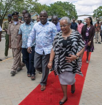 First Lady Margaret Kenyatta arrives in Hola, Tana River to preside over the commissioning of a 60-bed maternity wing at Hola County Referral Hospital. As part of the activities at the hospital, the First Lady delivered a consignment of donated medical supplies and equipment.