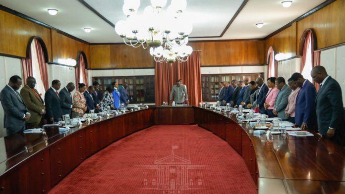 President Uhuru chairing a Cabinet meeting.